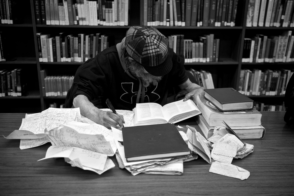 Student studying library