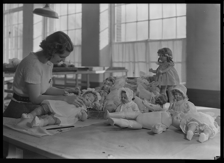 Dressing and packing dolls, 1936. U.S. National Archives.